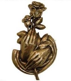 Розы в ладонях латунь арт.319